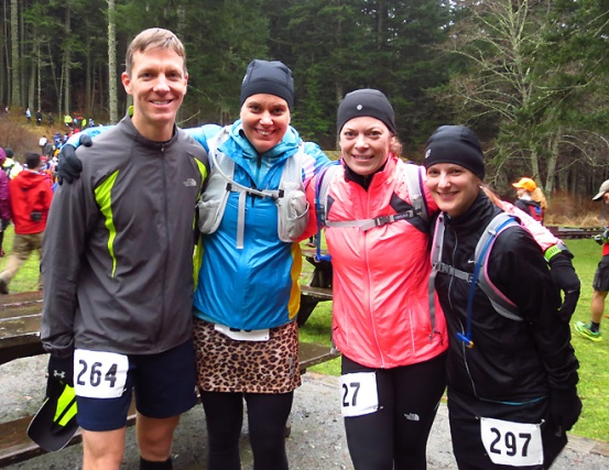 Mike Sohaskey and fellow runners, minutes before 2013 Orcas Island 25K start