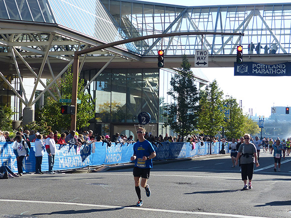 Mike Sohaskey in final stretch of Portland Marathon 2013