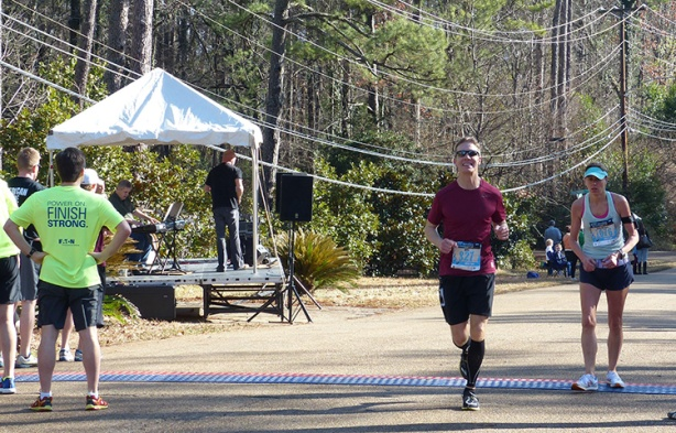Mike Sohaskey looking good at mile 20 of Mississippi Blues Marathon 2013