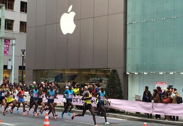 Elite pack at 2014 Tokyo Marathon