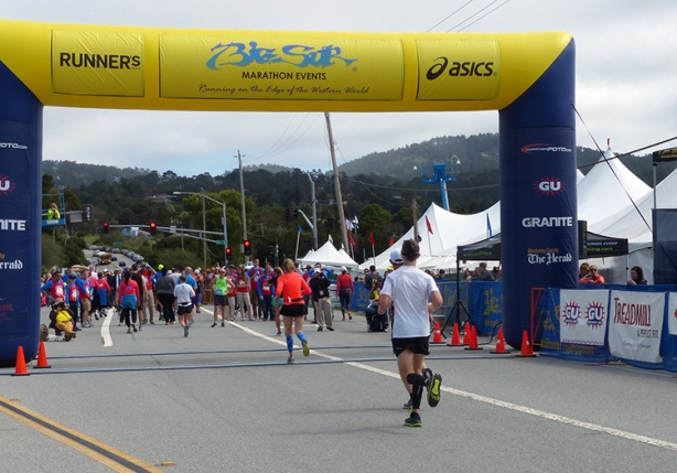 Mike Sohaskey heading toward Big Sur International Marathon finish line