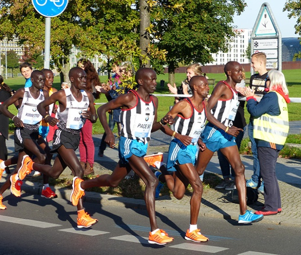 Kimetto & Mutai in lead pack of Berlin Marathon at 7KM