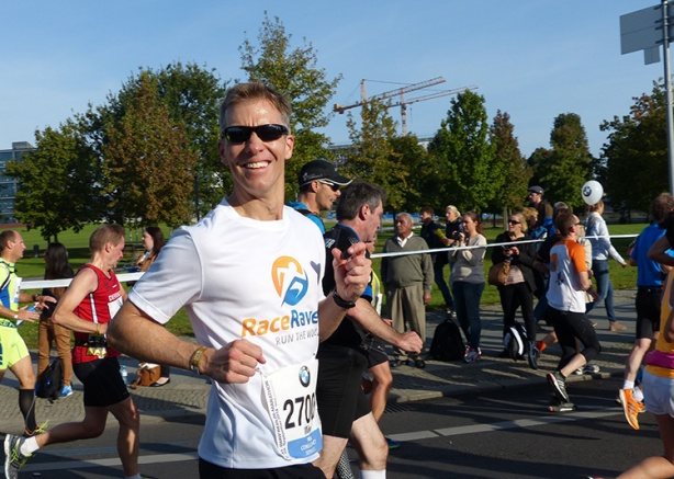 Mike Sohaskey at 7KM marker - Berlin Marathon 2014