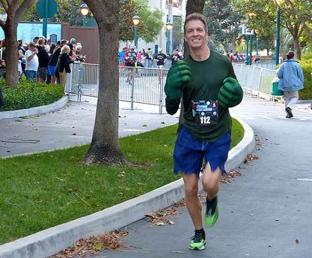 Mike Sohaskey (as Hulk) nearing Avengers Half Marathon finish