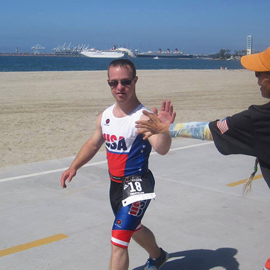 Benjamin Heitmeyer high five - Special Olympics World Games Triathlon