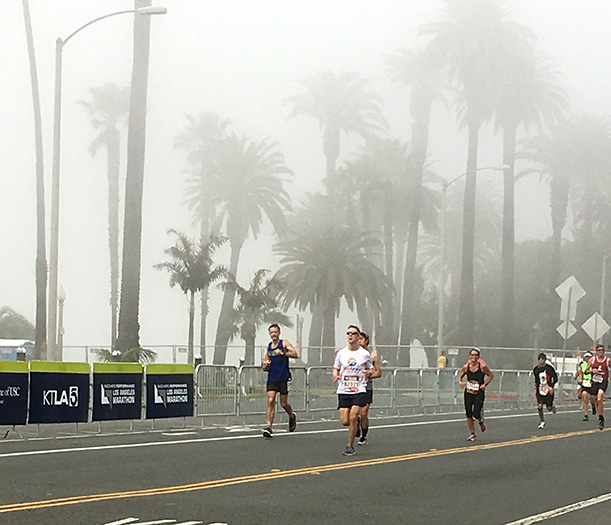 Mike Sohaskey leading the pack down the Los Angeles Marathon homestretch