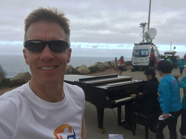 Bixby Bridge pianist at Big Sur International Marathon_bch