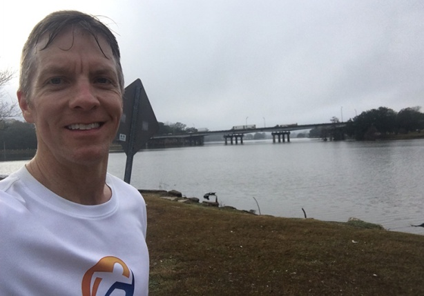 Mike Sohaskey selfie in mile 10 of Louisiana Marathon