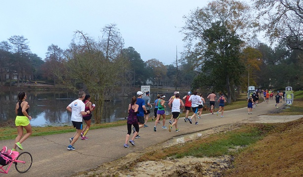 Mile 9 of Louisiana Marathon around University Lake