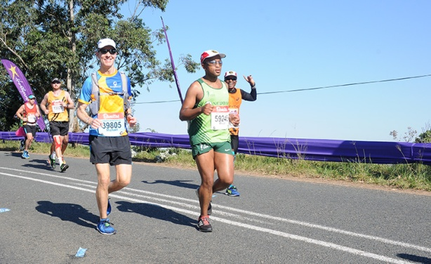Mike Sohaskey at Drummond halfway point of 2017 Comrades Marathon