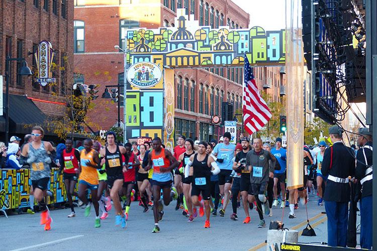 Des Moines Marathon start line