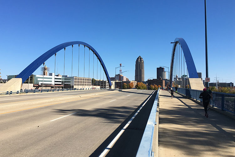 Final crossing of the Des Moines River on MLK Jr Pkwy in mile 25 of the Des Moines Marathon