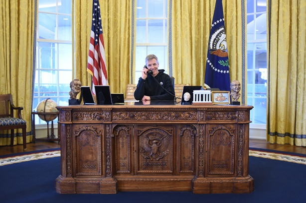 Mike Sohaskey behind Oval Office Resolute desk at Clinton Presidential Library and Museum
