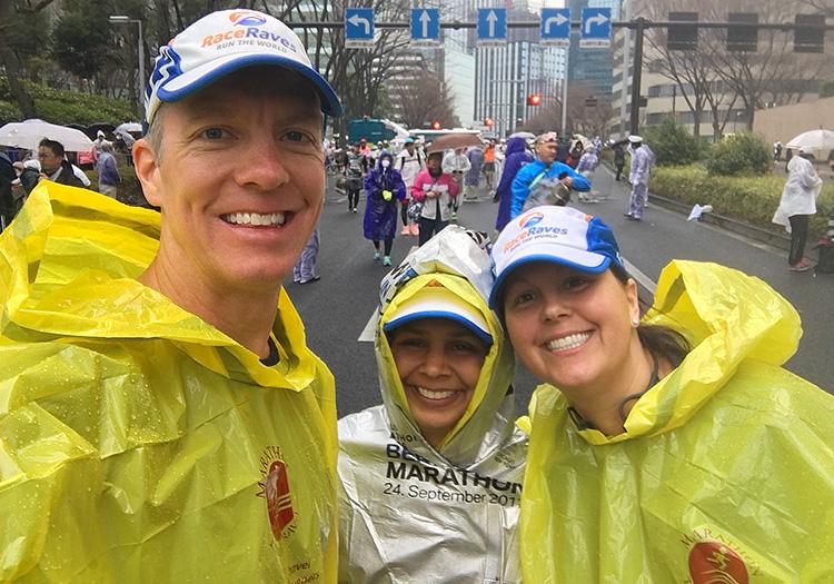 Mike Sohaskey with Louann & Shilpa at Tokyo Marathon start