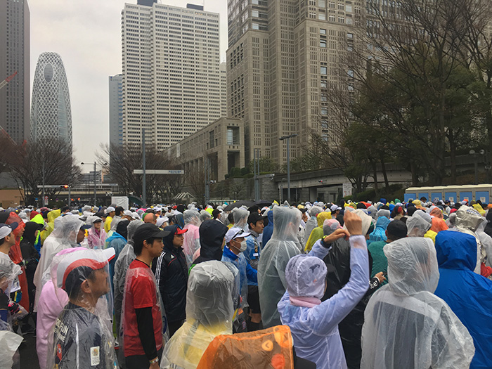 Tokyo Marathon porta-potty queue at start line