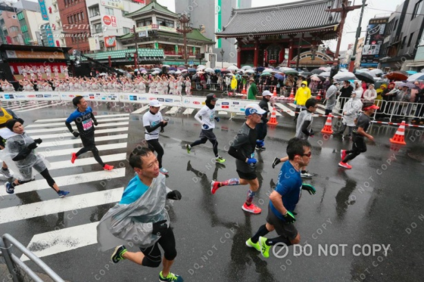 Mike Sohaskey running near Sensoji Temple during Tokyo Marathon