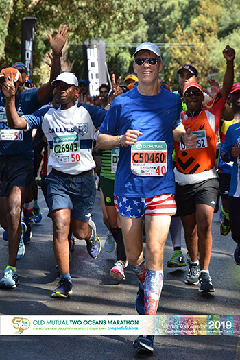 Mike Sohaskey keeping pace with 6-hour bus at Two Oceans Marathon