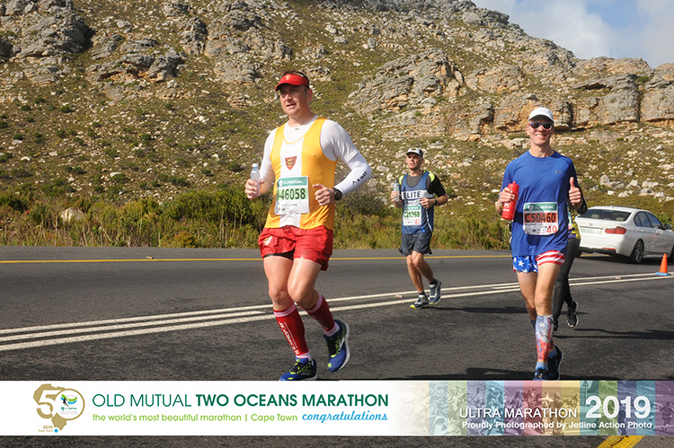 Mike Sohaskey climbing Ou Kaapse Weg during Two Oceans Marathon
