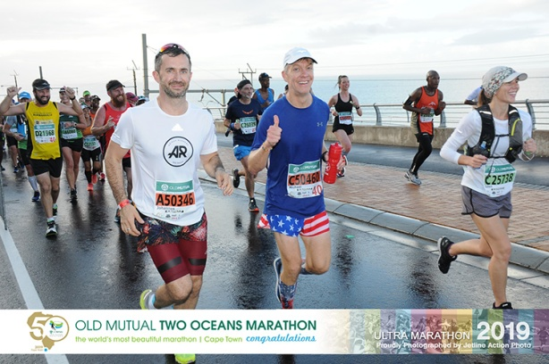Johannes Heym and Mike Sohaskey running Two Oceans Marathon