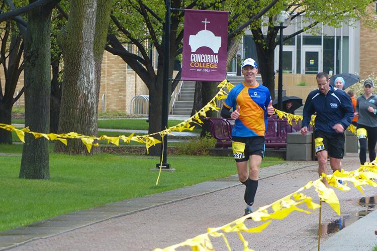 Mike Sohaskey running Fargo Marathon on Concordia College campus at mile 15