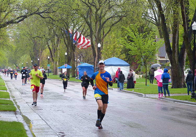 Mike Sohaskey running Fargo Marathon at mile 22