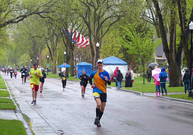 Mike Sohaskey running Fargo Marathon at mile 22