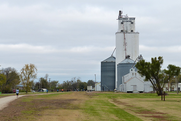 Beachner Grain elevator in RIchmond, KS
