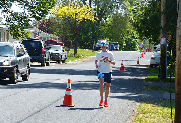 Mike Sohaskey approaching the mile 21 turnaround at the Windermere Marathon